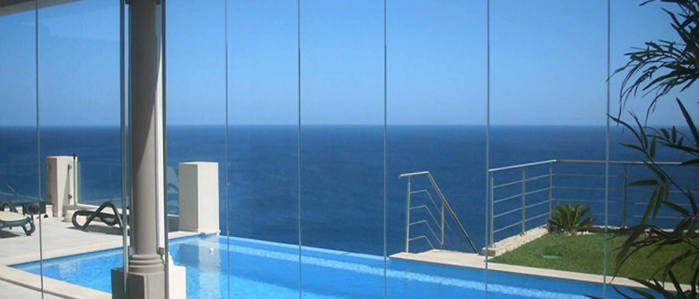 Cerramientos de cristal sin perfiles para cubiertas de - Piscina de cristal ...