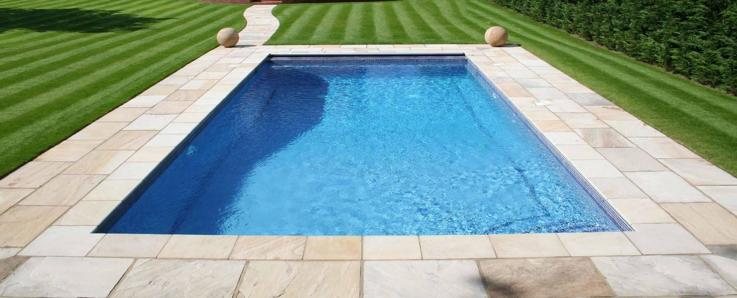 Construcci n de piscinas de obra cubriland - Precio por limpieza de piscinas ...