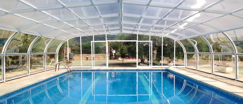 Cubiertas de piscinas altas cubriland for Fotos de piscinas cubiertas