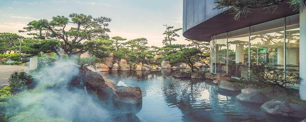 piscinas que simulan un lago