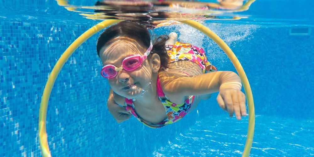 Actividades acu ticas para ni os en la piscina cubriland for Clases de piscina para ninos