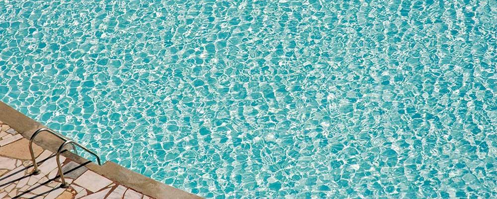 ahorra con piscinas de agua salada