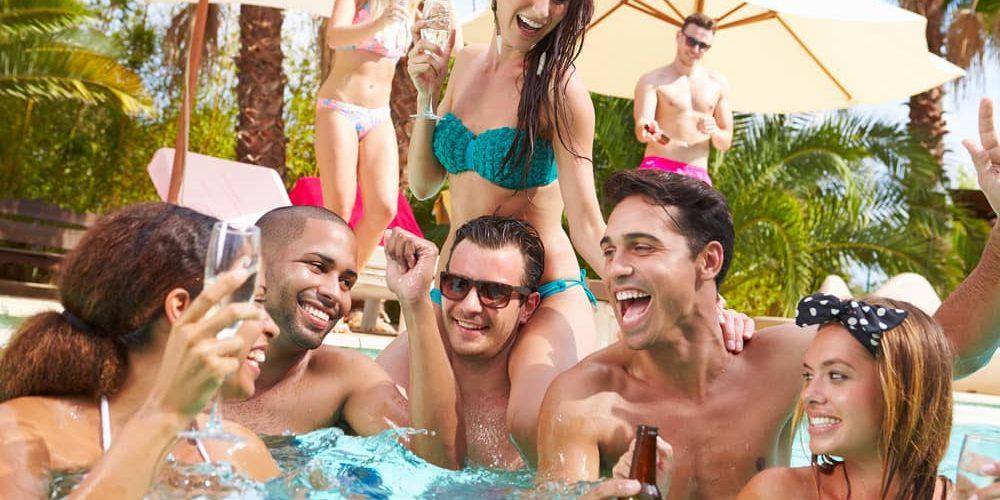 Pasar un buen rato al aire libre en la piscina 10