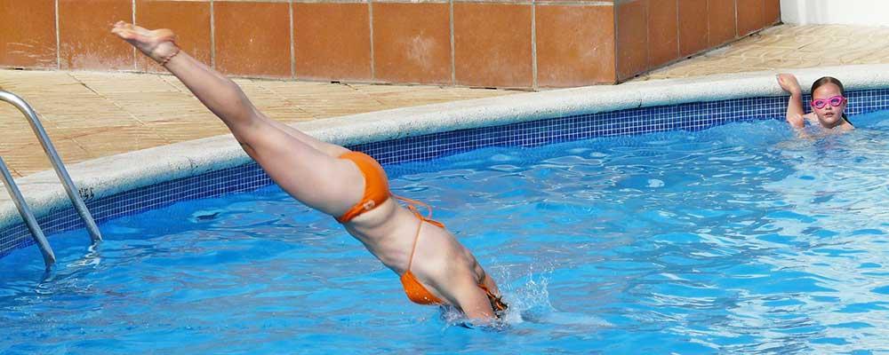 técnicas básicas para zambullirse en la piscina