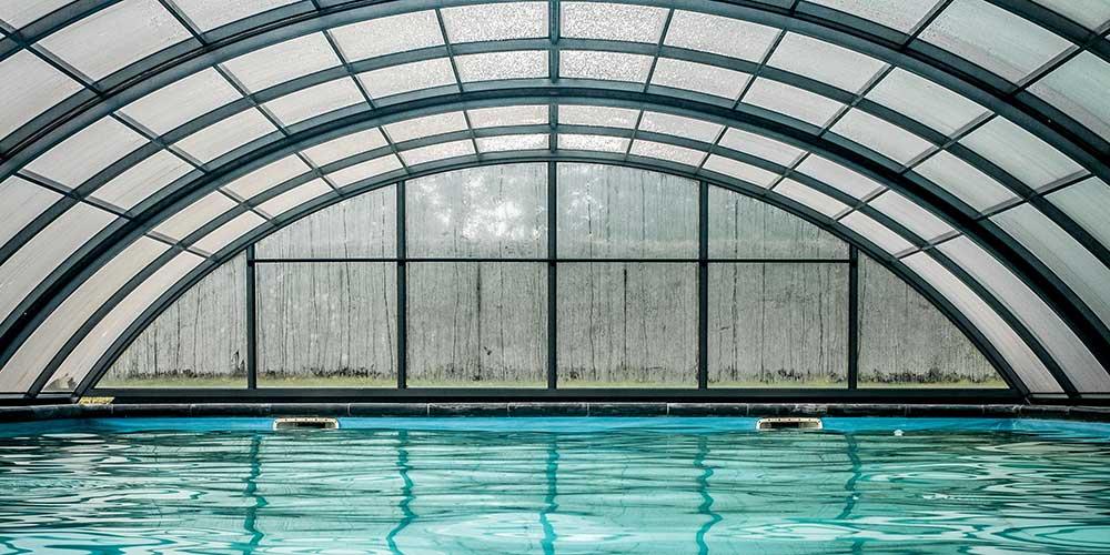 Cómo limpiar una cubierta de piscina
