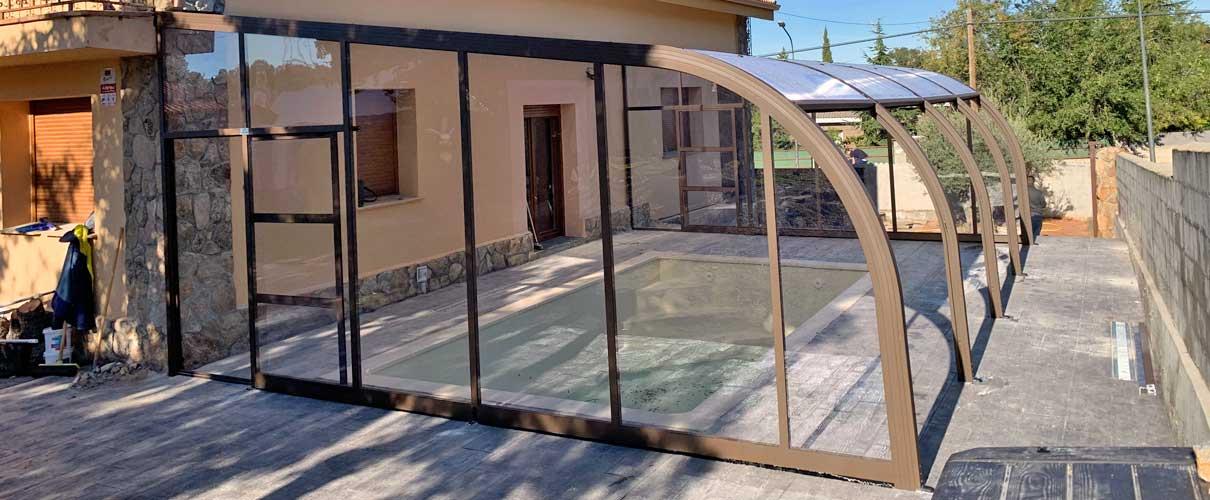 protección de tu piscina con una cubierta adosada