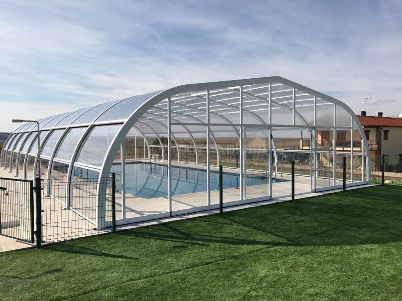 cubiertas de piscina altas y anchas