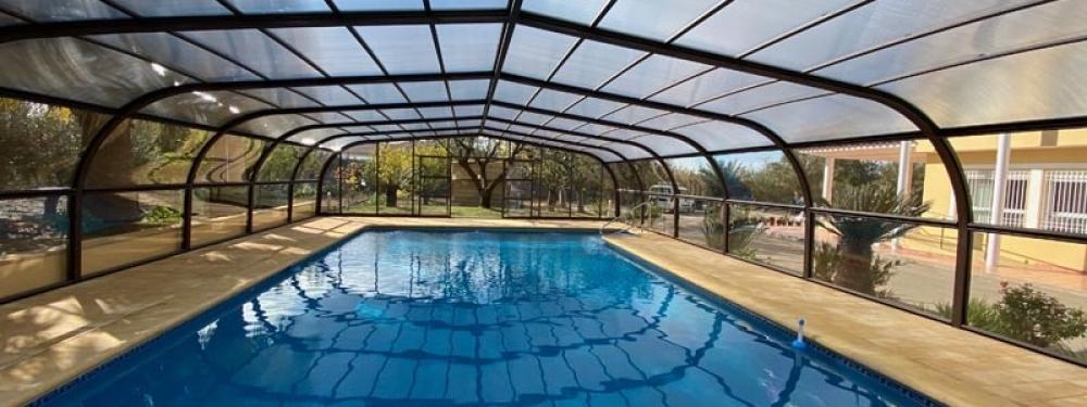 aprovecha el espacio de tu piscina con cubiertas altas
