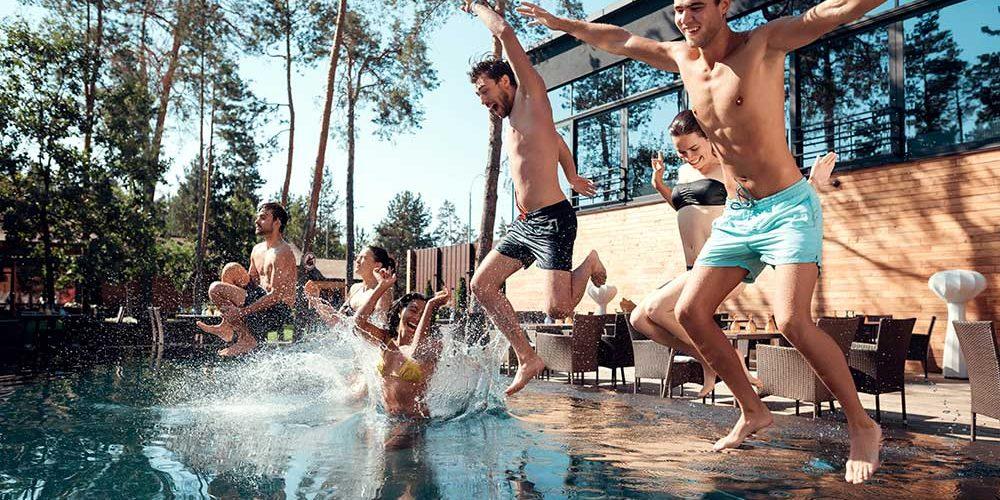 organiza una fiesta en piscina