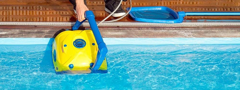 limpiafondos-piscinas-mantenimiento-limpieza
