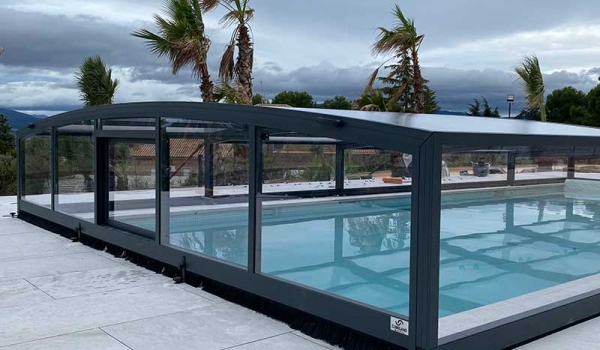 La cubierta de piscina de cubriland Barein